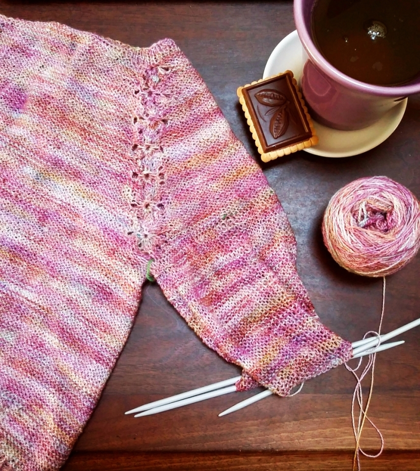 Lobelia Cardigan out of Voolenvine Luft Lace