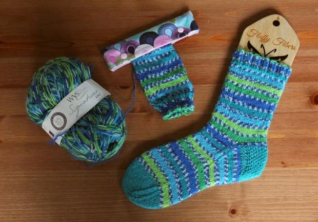 2015-12-20peacock-socks2