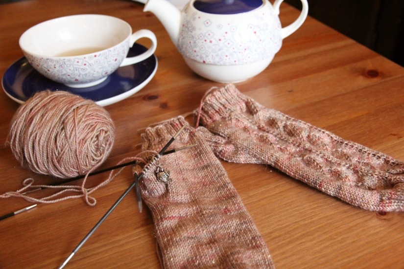 2016-01-25-cup-of-tea-mitts